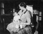 Mum w baby me 1945